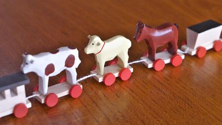 汽車を引くサンタ動物